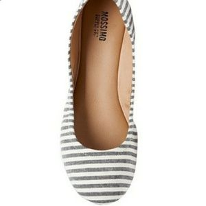 NWOT Mossimo Gray and White Striped Size 7 Flats